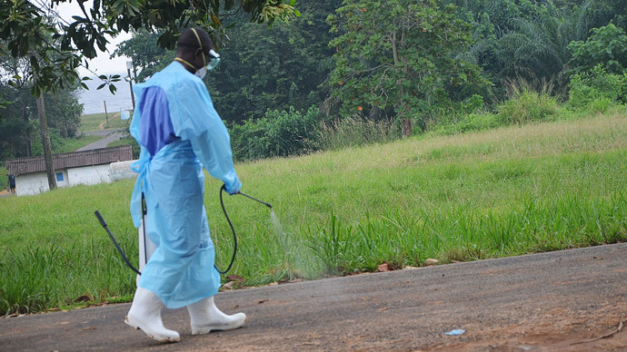 Patient with Ebola-like symptoms alarms Canada as UK develops new vaccine