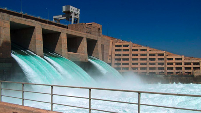 ISIS escapes Syria airstrikes by hiding at country's largest dam, using hostages as human shield