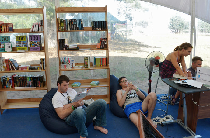 Participants of the Seliger 2014 youth forum in Tver Region, in a library. (RIA Novosti/Artem Zhitenev)
