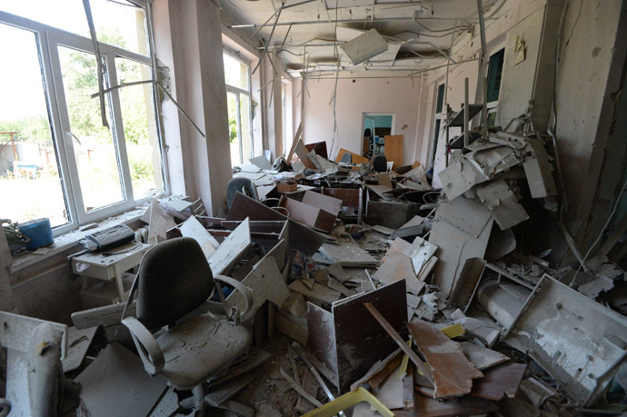 The building of an outpatient clinic destroyed in the Ukrainian army's artillery attack in Donetsk. (RIA Novosti/Mikhail Voskresenskiy)
