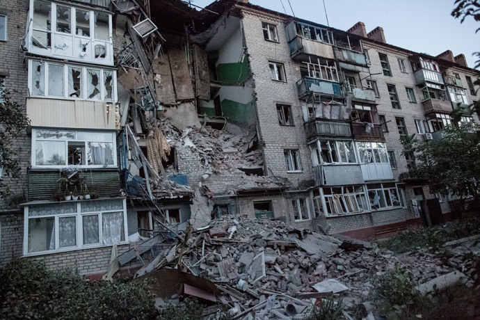 Aftermath of an artillery attack by the Ukrainian army on the Artyom district in Slavyansk. (RIA Novosti / Andrey Stenin)