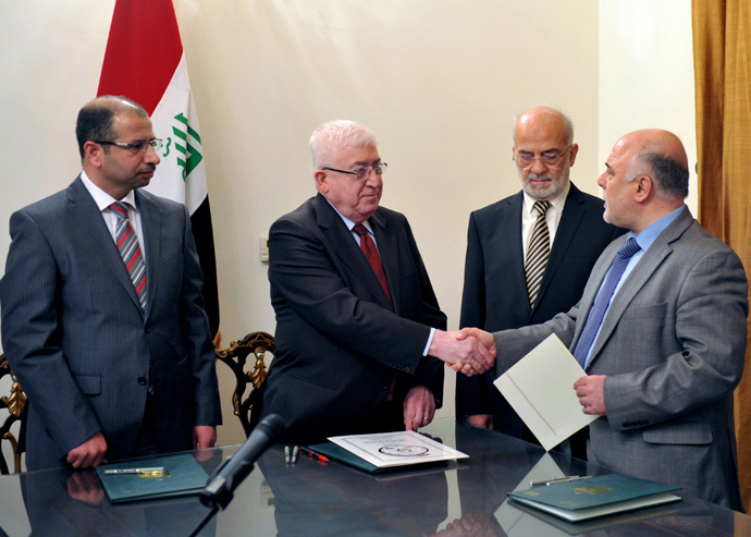 Newly elected Iraqi parliament speaker Salim al-Juburi (L) watching as Iraqi President Fuad Masum (2nd L) shakes hands with deputy parliamentary speaker Haidar al-Abadi (R), (AFP Photo / Iraqi Prsident Office)