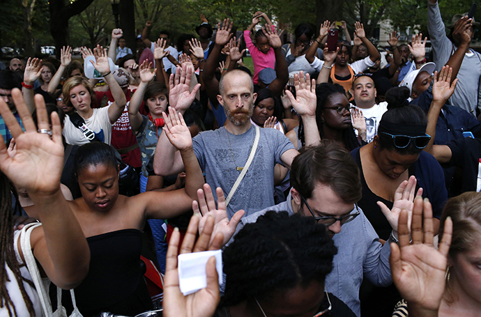 People put their hands up as a symbol to honor Michael Brown, who was shot and killed by an unnamed police officer last Saturday in Ferguson, Missouri, at the borough of Brooklyn in New York August 14, 2014. (Reuters / Eduardo Munoz)