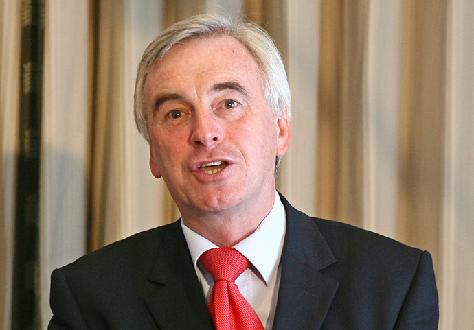 "The UK government has, in all likelihood, presided over the export of arms to Israel used to ""slaughter innocent civilians on the Gaza Strip"", Labour MP John McDonnell warns. (AFP Photo / Chris Young)"