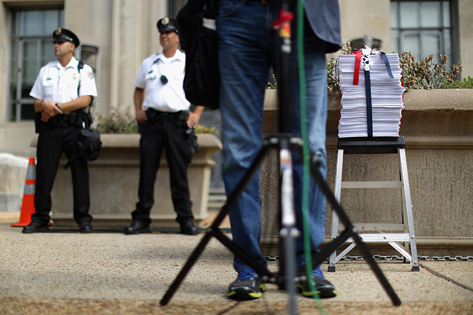 A 4000-page petition with 100,000 signatories who support New York Times reporter James Risen sits on a step ladder before being delivered to the U.S. Justice Department August 14, 2014 in Washington, DC. (AFP Photo / Chip Somodevilla)