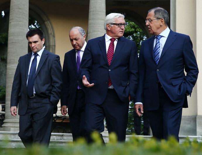 Foreign ministers Pavlo Klimkin of Ukraine, Laurent Fabius of France, Frank-Walter Steinmeier of Germany and Sergei Lavrov of Russia (L-R) walk in a park ahead of their talks in Berlin, August 17, 2014. (Reuters/Thomas Peter)