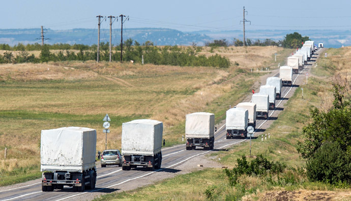 Lorries part of a Russian humanitarian convoy approach a checkpoint at the Ukrainian border some 30 km outside the town of Kamensk-Shakhtinsky in the Rostov region, on August 17, 2014. (AFP Photo/Dmitry Serebryakov)