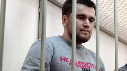 A file picture taken on April 24, 2014 shows opposition activist Alexey Gaskarov, one of the anti-Putin protesters accused of instigating mass riots at Bolotnaya square, standing inside the defendant cage in Zamoskvoretsky district court in Moscow, during his trial. (AFP Photo / Vasily Maximov)