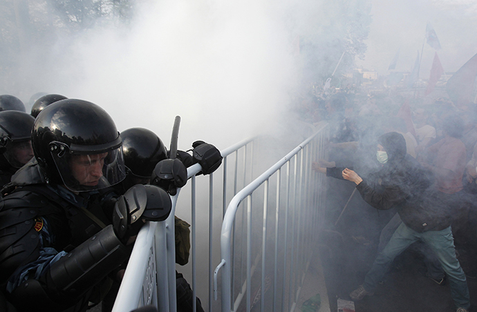 "Riot police try to remove barricades from participants of a ""march of the million"" opposition protest in central Moscow May 6, 2012. (Reuters / Denis Sinyakov)"