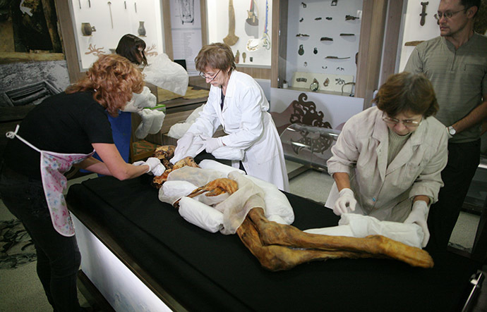 The staff of the Museum of Archeology and Ethnography of the Russian Academy of Sciences Siberian Branch pack the mummy of Princess Ukoka for delivery to the National A.Anokhin Museum in the Republic of Altai. (RIA Novosti / Alexandr Kryazhev)