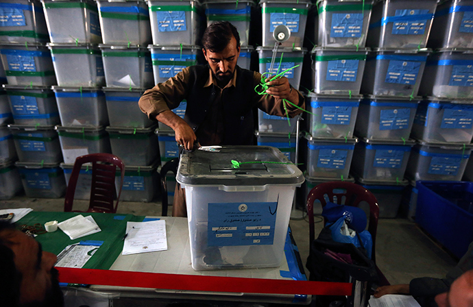 An Afghan election worker opens the lock to a ballot box to start counting ballot papers for an audit of the presidential run-off in Kabul August 6, 2014 (Reuters / Omar Sobhani)