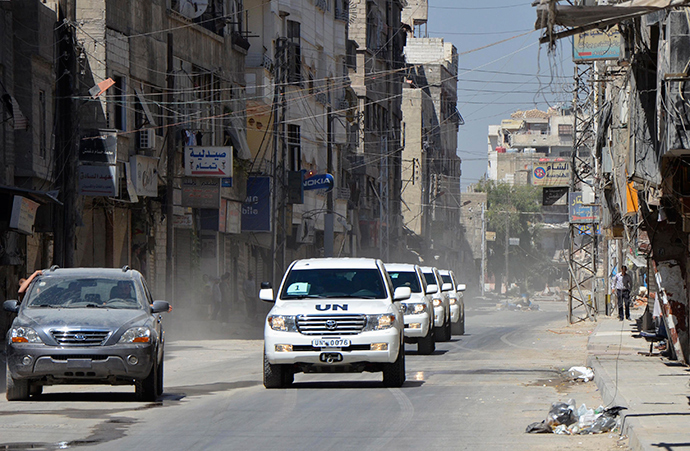 A convoy of U.N. vehicles carrying a team of United Nations chemical weapons experts and escorted by Free Syrian Army fighters (vehicle on left) drive through one of the sites of an alleged chemical weapons attack in eastern Ghouta in Damascus suburbs August 28, 2013 (Reuters / Bassam Khabieh)