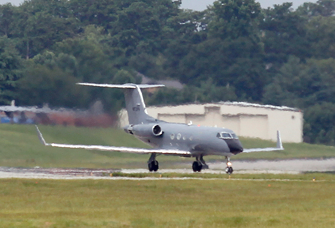 An airplane carrying American doctor Kent Brantly who has the Ebola virus, arrives at Dobbins Air Reserve Base in Marietta, Georgia August 2, 2014 (Reuters / Tami Chappell)