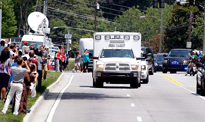 An ambulance carrying American missionary Nancy Writebol, 59, who is infected with Ebola in West Africa arrives past crowds of people taking pictures at Emory University Hospital in Atlanta, Georgia August 5, 2014 (Reuters / Tami Chappell)