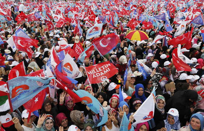 Supporters of Turkey's Prime Minister and presidential candidate Tayyip Erdogan wave flags during an election rally in Istanbul August 3, 2014. (Reuters / Murad Sezer)