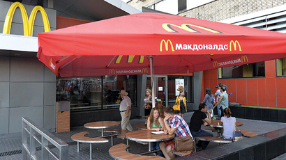 People sit outside a closed McDonald's restaurant in Moscow, August 20, 2014. (Reuters / Tatyana Makeyeva)