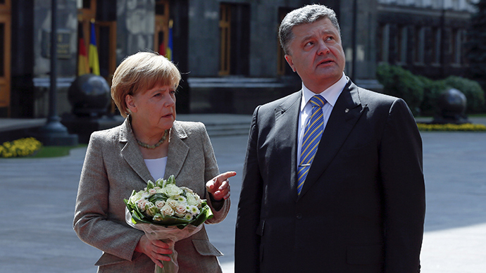 Merkel supports Ukraine power decentralization