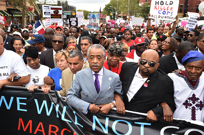 The Reverend Al Sharpton (C) marches with protesters at a rally against police brutality in memory of Eric Garner August 23, 2014 in Staten Island, New York. The New York City medical examiner's office ruled that Garner, the 43-year-old father of six, died from a chokehold and chest compressions while being arrested by the police on July 17, 2014 (AFP Photo / Stan Honda)