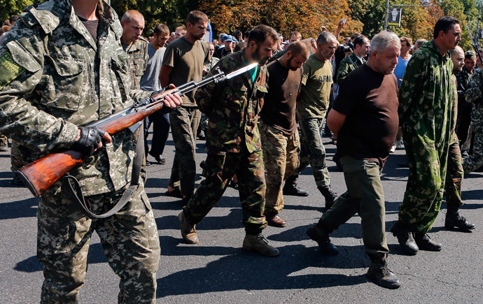An escorted group of Ukrainian prisoners of war walks across central Donetsk August 24, 2014.(Reuters / Maxim Shemetov)