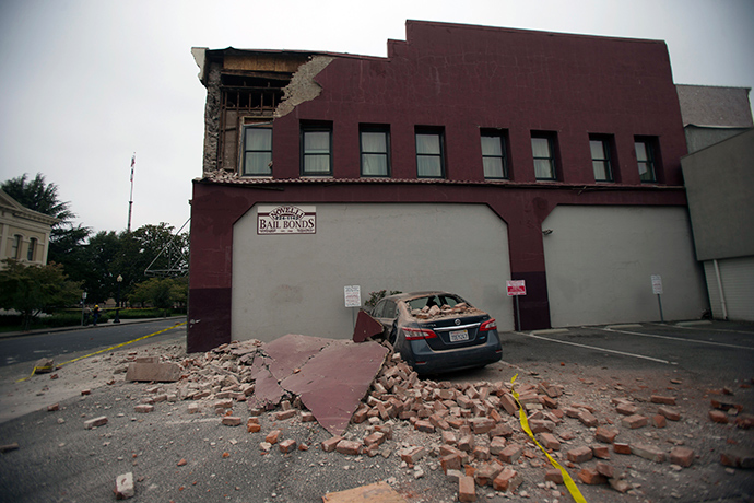 Damage to a downtown building is seen after an earthquake in Napa, California August 24, 2014 (Reuters / Stephen Lam)