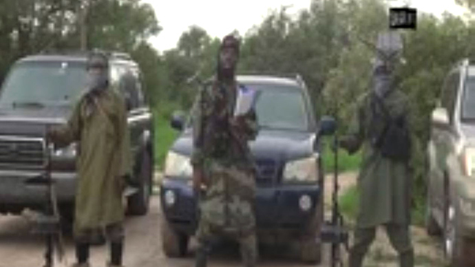 A screengrab taken on August 24, 2014 from a video released by the Nigerian Islamist extremist group Boko Haram and obtained by AFP shows the leader of the Nigerian Islamist extremist group Boko Haram, Abubakar Shekau (C), delivering a speech at an undisclosed location. Boko Haram's leader said he has created an Islamic caliphate in a northeast Nigeria town seized by the insurgents earlier this month (AFP Photo / Boko Haram)