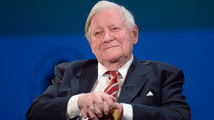The 95-years old former German Chancellor Helmut Schmidt (Reuters / Fabian Bimmer)