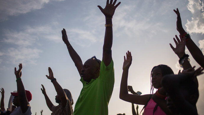 Supporters of Michael Brown, an 18-year-old black youth shot dead by a white police officer, raise their hands in solidarity as they are led by Tracy Martin, father of Trayvon Martin, a Florida teenager shot dead in 2012, at the the Peace Fest 2014 rally in St. Louis, Missouri August 24, 2014.(Reuters / Adrees Latif)