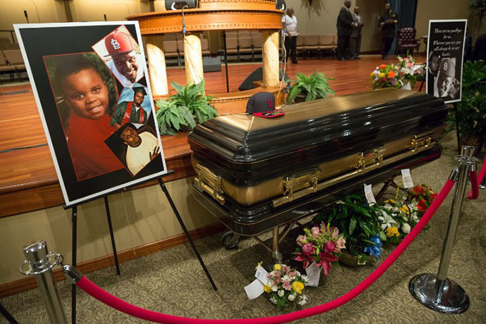 The casket of Michael Brown is viewed at Friendly Temple Missionary Baptist Church in St. Louis, Missouri on August 25, 2014. (AFP Photo / Richard Perry)