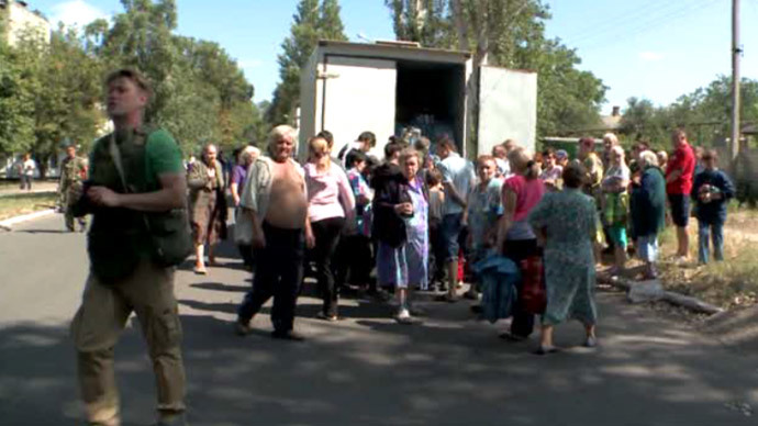 Local residents in the city of Yasinovata, Donetsk Region, eastern Ukraine (screenshot from RT)