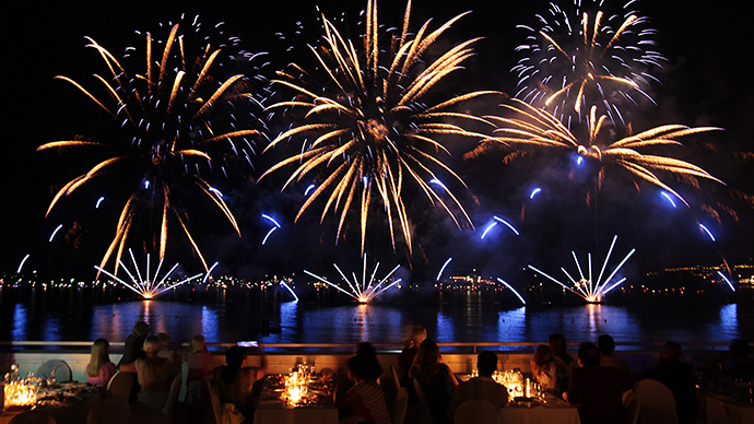 Russian fireworks show tops Cannes intl pyrotechnics competition (FULL VIDEO)