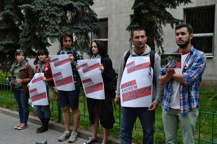 Participants in the action in support of Rossiya Segodnya special photo correspondent Andrei Stenin who was reported missing in Ukraine by the Ukrainian Embassy in Moscow. (RIA Novosti/Valeriy Melnikov)
