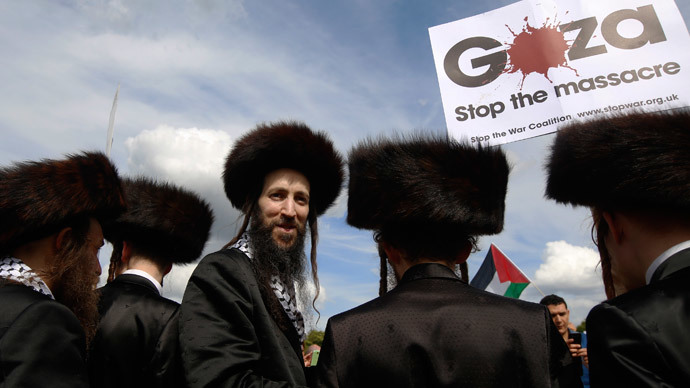 Jewish men join a protest to support the people of Gaza, in central London.(Reuters / Luke MacGregor)