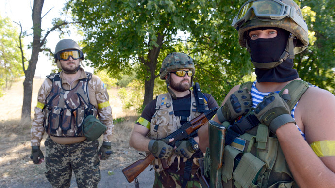 Members of Ukrainian volunteer battalion Dnipro stand as they patrol near the small southern Ukrainian city of Novoazovsk, Donetsk region, on August 27, 2014.(AFP Photo / Alexander Khudoteply)