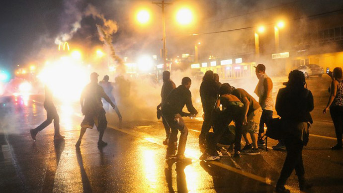 Police fire tear gas at demonstrators protesting the shooting of Michael Brown after they refused to honor the midnight curfew on August 17, 2014 in Ferguson, Missouri. (AFP Photo / Getty Images / Scott Olson)