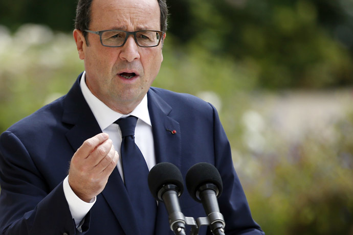 French President Francois Hollande gives a press conference on August 30, 2014 after meeting of center-left leaders at the Elysee presidential palace in Paris. (AFP Photo/Kenzo Tribouillard)