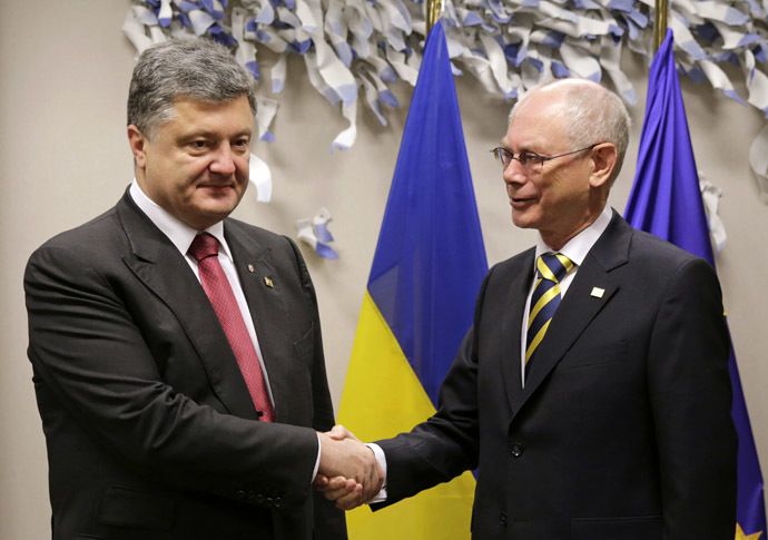 President of European Council Herman Van Rompuy (R) shakes hands with Ukrainian President Porochenko before a meeting at the EU Headquarters in Brussels. (AFP Photo/Virginia Mayo)