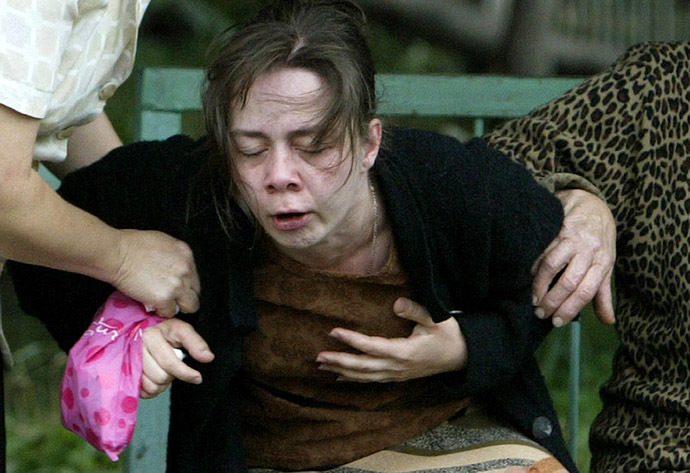 Woman reacts after finding her relatives among the dead bodies of Beslan hostage crisis in the yard of the morgue in Vladikavkaz, North Ossetia, 05 September 2004. (AFP Photo)