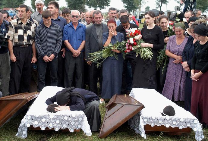 Можно ли для свадьбы ездить на кладбище