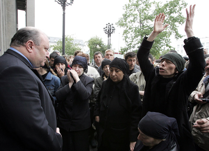 A woman, who lost relatives in the Beslan hostage crisis, shouts at the new premier of North Ossetia, Alan Boradzov (L) as demonstrators demand a meeting with North Ossetian president Alexander Dzasokhov, during a protest in Vladikavkaz, 11 September 2004. (AFP Photo)