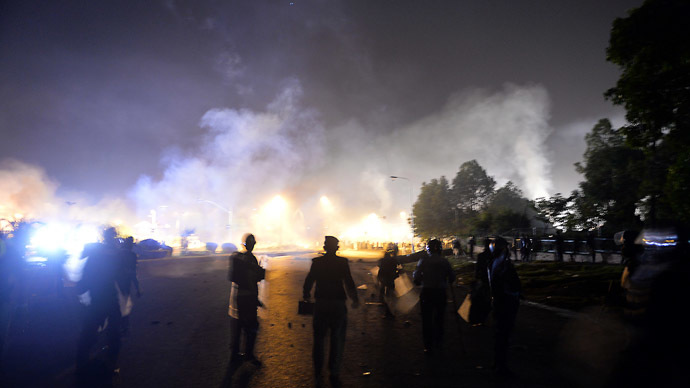 One dead and over 400 injured in clashes as thousands demand Pakistan PM resign