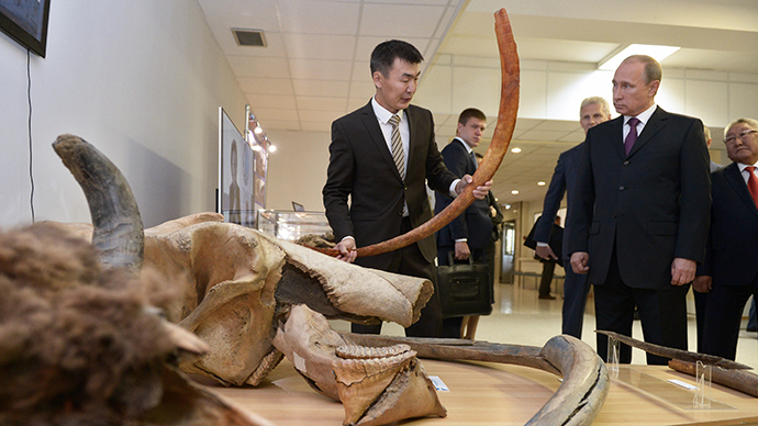 'Can you clone that?' Putin has close encounter with mammoth Dima in Russia's Far East