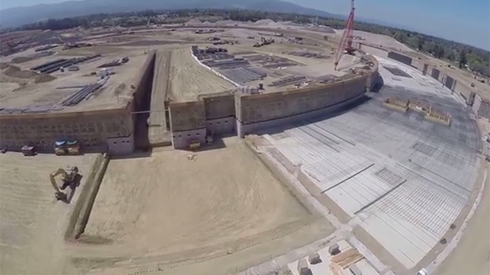 Drone gets peek at Apple's new 'spaceship' campus (VIDEO)
