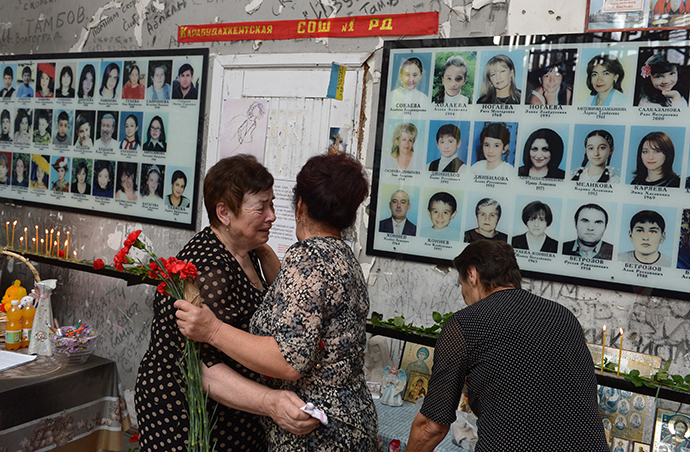 Local residents at a commemorative event marking 10 years since the Beslan school siege at the memorial to the victims of the terrorist attack on September 1, 2004. (RIA Novosti / Evgeny Biyatov)