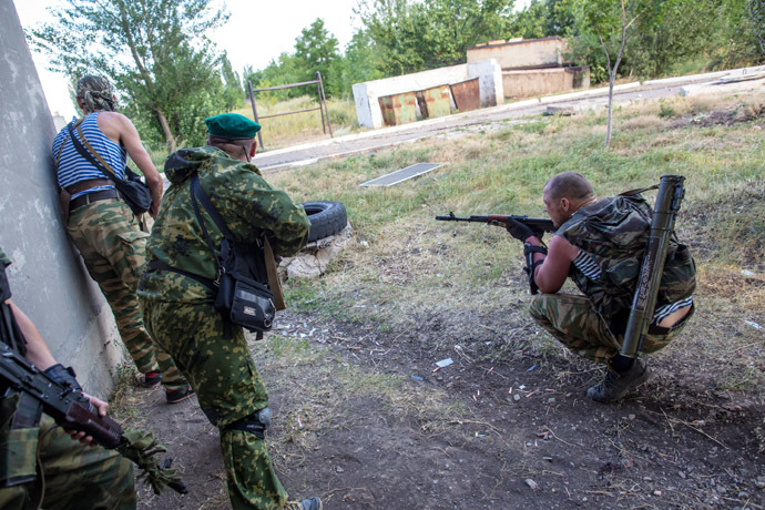 Members of the self-defense forces during the combat operations in the town of Shakhtyorsk near Donetsk. (RIA Novosti/Andrey Stenin)