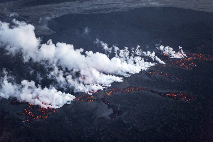 Picture shows magma along a 1-km-long fissure in a lava field north of the Vatnajokull glacier, which covers part of Bardarbunga volcano system, August 29, 2014. (Reuters/Marco Nescher)
