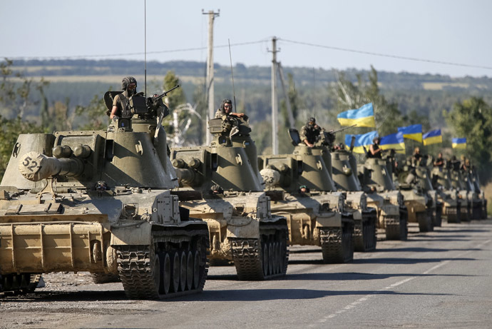 Ukrainian self-propelled artillery guns are seen near Slaviansk September 3, 2014 (Reuters/Gleb Garanich)