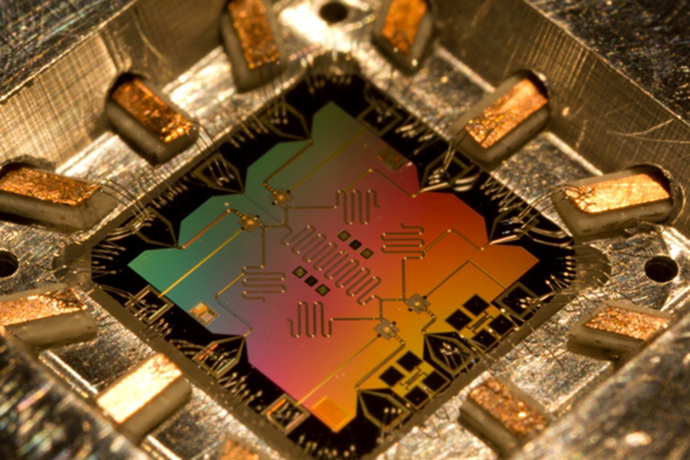 UCSB lab's ReZQu qubit architecture (Photo by Erik Lucero / web.physics.ucsb.edu)