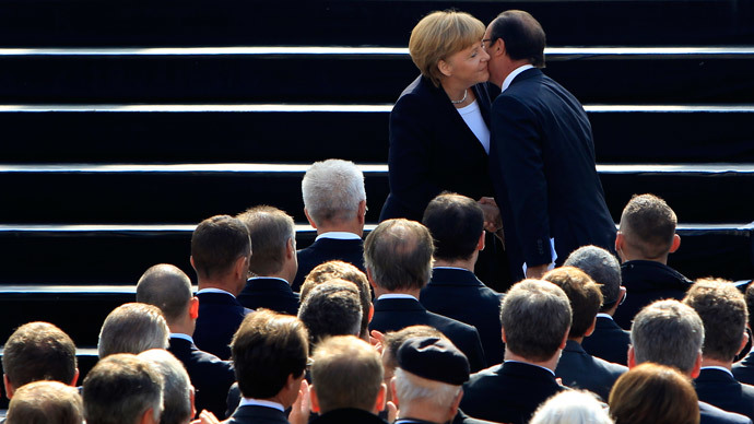 France's President Francois Hollande (R) and Germany's Chancellor Angela Merkel.(Reuters / Michaela Rehle )