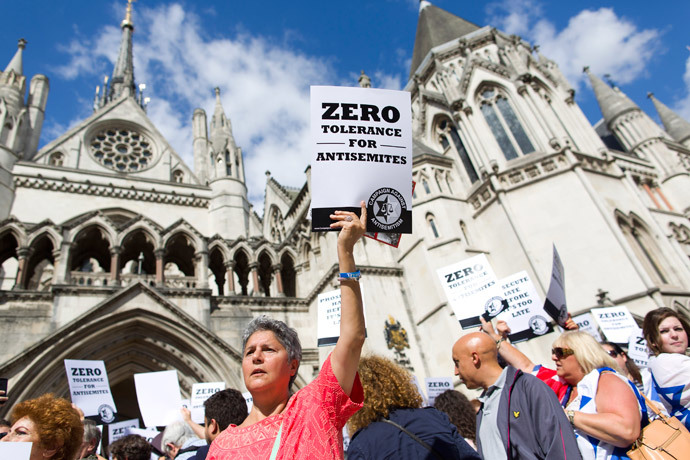 Jewish groups protest outside the Royal Courts of Justice in London on August 31, 2014.(AFP Photo / Justin Tallis)