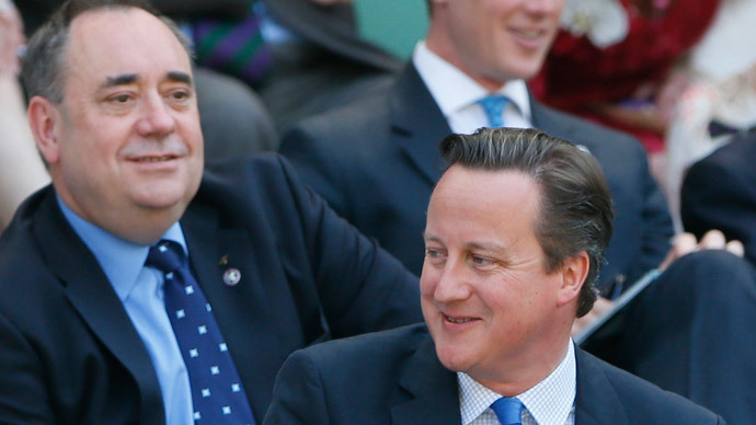 Britain's Prime Minister, David Cameron (R) and Scotland's First Minister Alex Salmond.(Reuters / Stefan Wermuth)